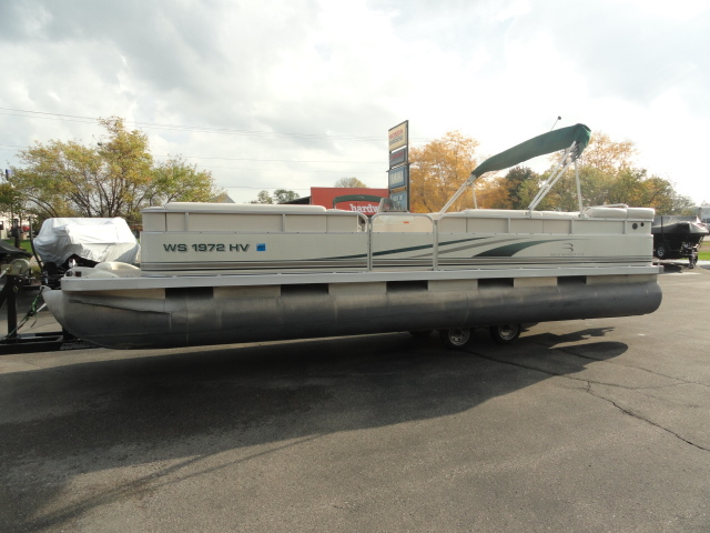 Image of 2002 Bennington 257L